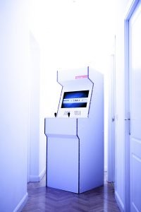 cardboard-arcade-cabinet-maquina-recreativa-carton-videojuegos