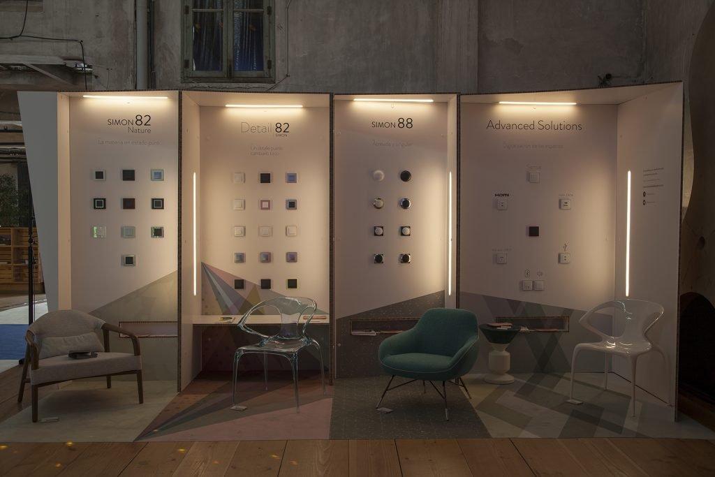 stands de carton con sistema de pared tipo caseta con iluminación inserta en las paredes de cartón