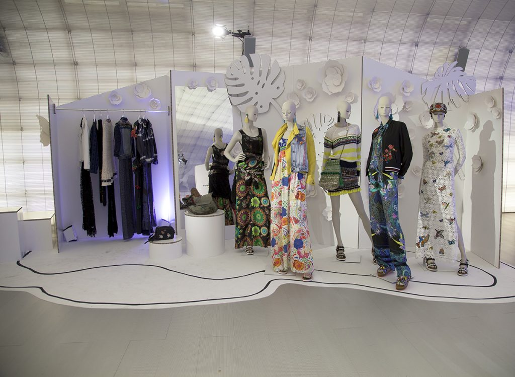 cardboard-arquitectura-efimera-carton-moda-escenografia-fashionweekmadrid-desigual