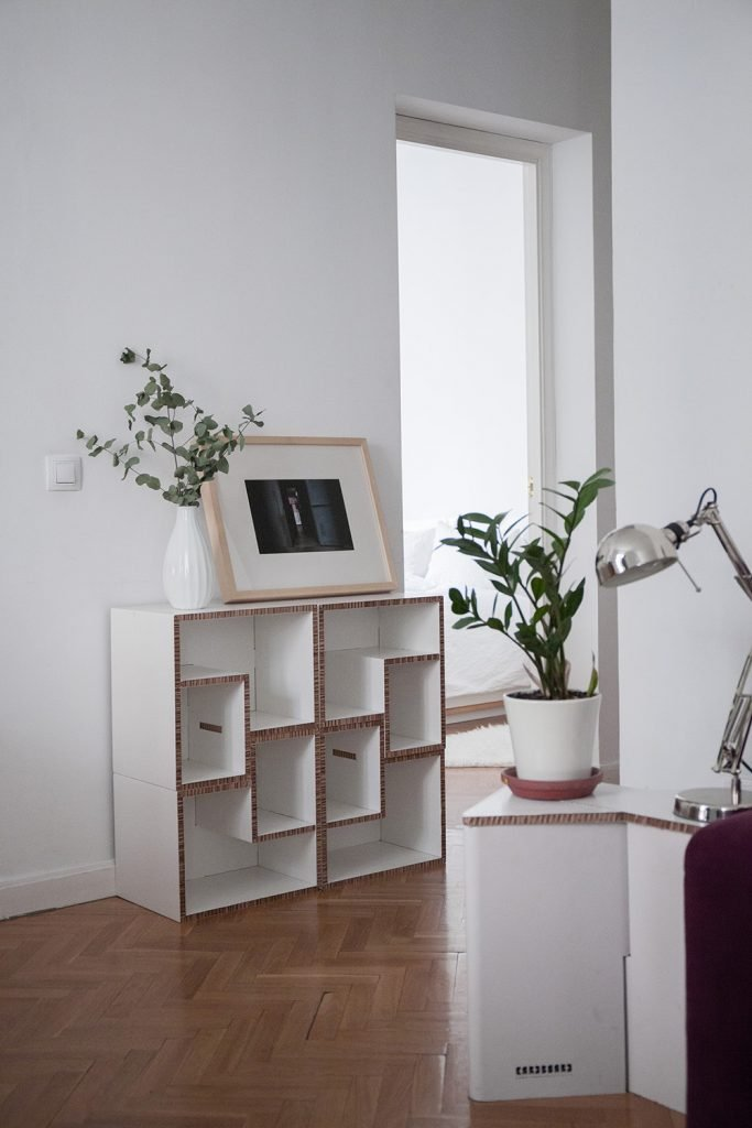 cardboard-furniture-mueble-carton-taburete-estanteria-tetra