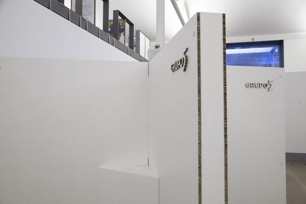 cardboard-furniture-diseno-stand-modular-carton-blanco-eventos-ferias
