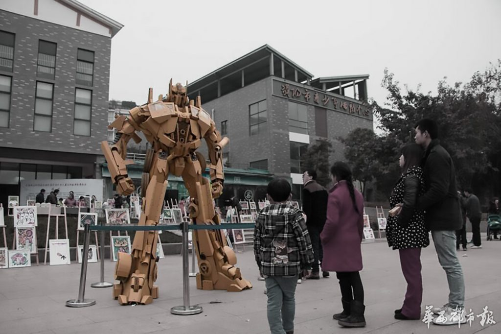 Cardboard-Optimus-Prime-carton-marketing-promocion-cine