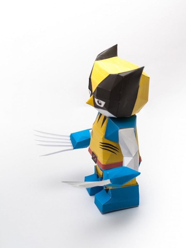 chibi-wolverine-papercraft-model-pin