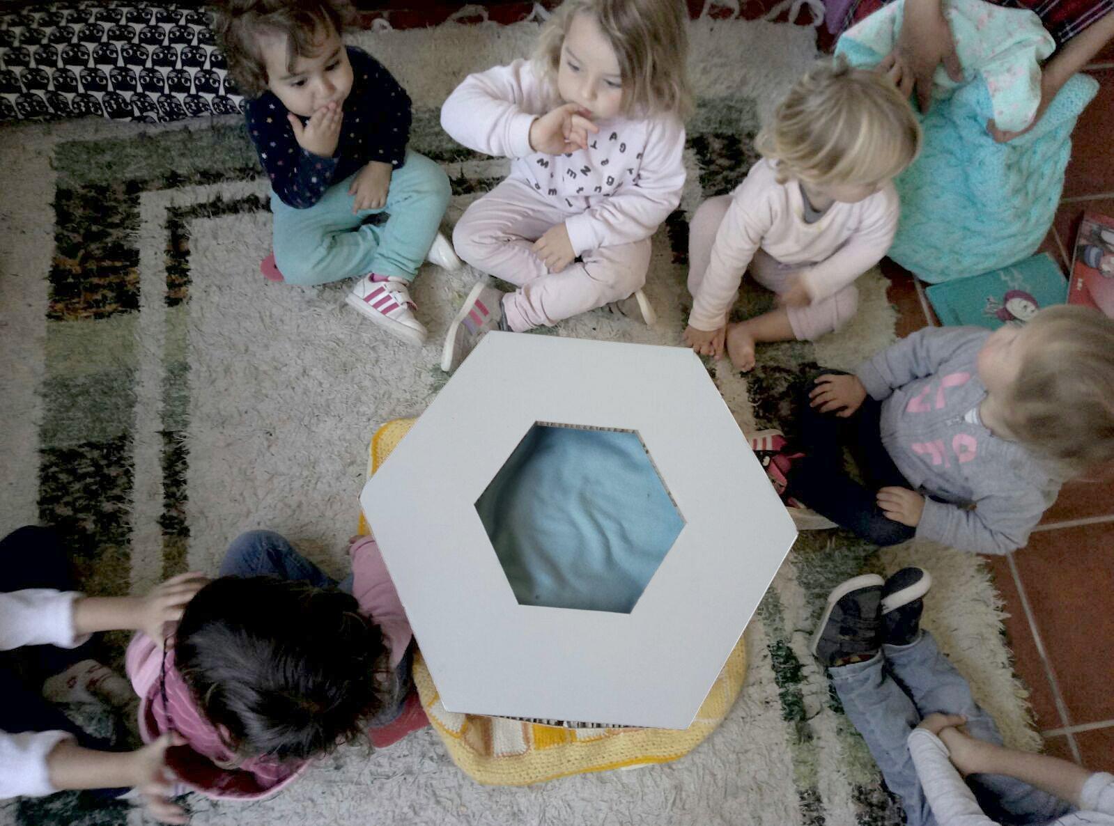 muebles-de-cartón-niños-cardboard-furniture-guarderia-school-colegio-miuniverso-lanzarote-HEXA
