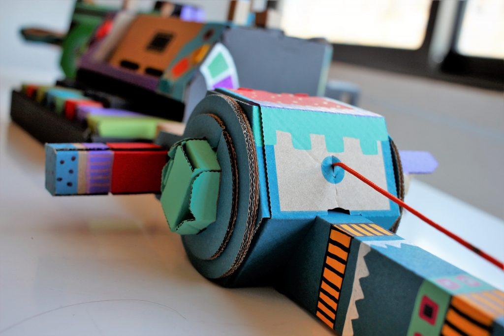 Cardboard-toy-con-jugutes-carton-Nintendo-Labo-personalización-0.5